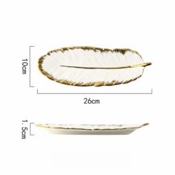 """Белая матовая тарелка """"перо"""" 26*10*1,5 см."""